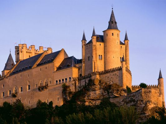 Top 10 Stunning & Beautiful Castles