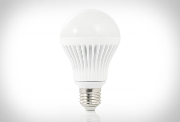 insteon led bulb 2 Now Control The Bulb Of Your House From Your Phone [Video]