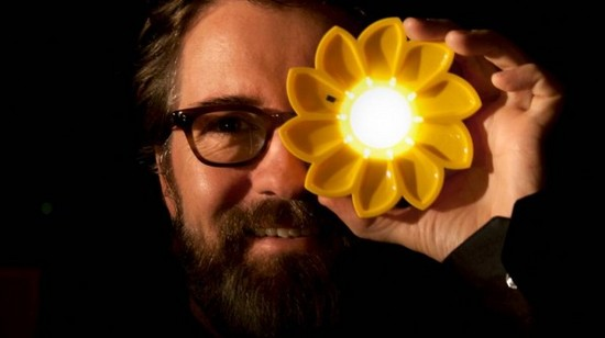 Olafur Eliasson Little Sun 598x335 thumb 550xauto 97488 Solar Lamps For Developing Nations