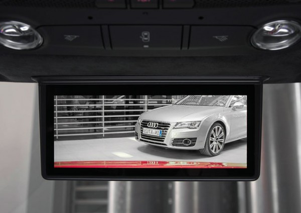 audielectrvmirror 600x424 Audi R8 e tron Loaded With a 7.7 AMOLED Display Instead of a Rear View Mirror