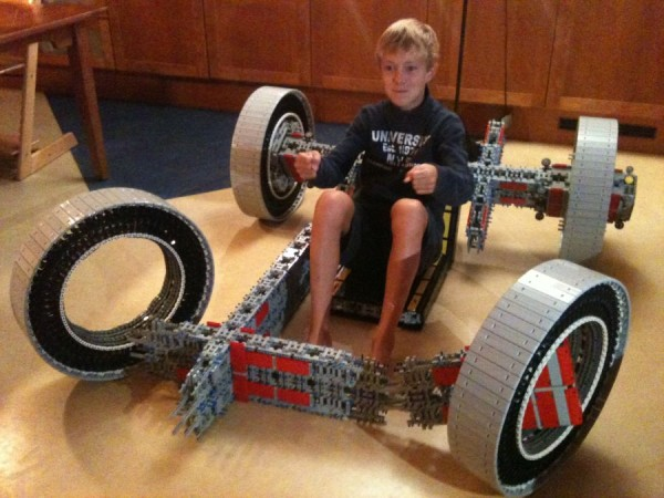 legokart1 600x450 A Working Cart Made Entirely From Lego
