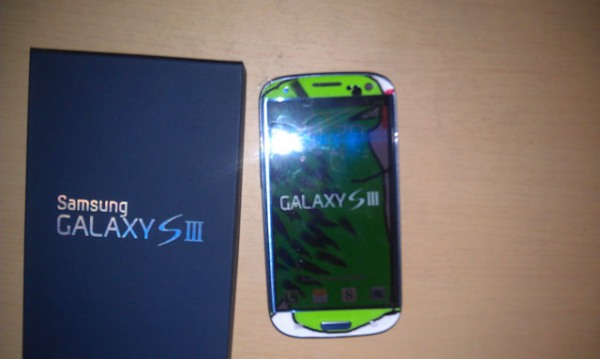 rawr 10 Samsung Canada Sent A Customized GS3 To A Long Time Fan