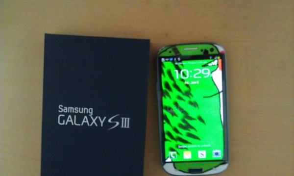 rawr 111 Samsung Canada Sent A Customized GS3 To A Long Time Fan
