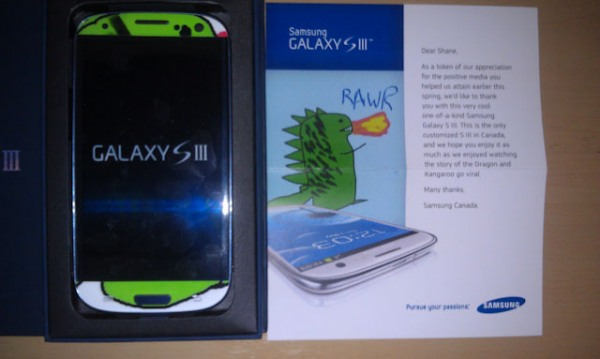 rawr 8 Samsung Canada Sent A Customized GS3 To A Long Time Fan