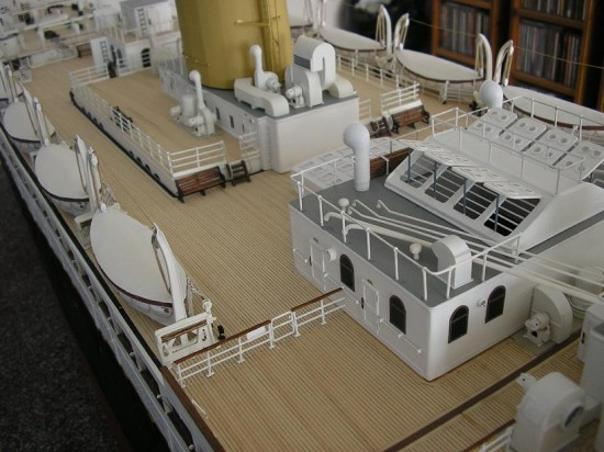Jason King Titanic5 550x412 Man Builds An Amazing Titanic Replica From Scrap