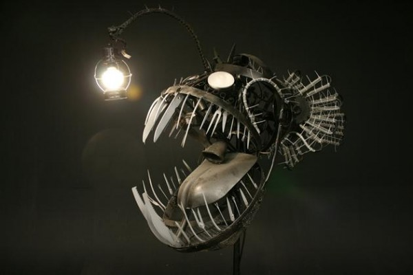 Recycled Scrap Metal Deep Se Angler Fish Lamp 1 600x400 Recycled Scrap Metal Turned Into A Sea Angler Fish Lamp