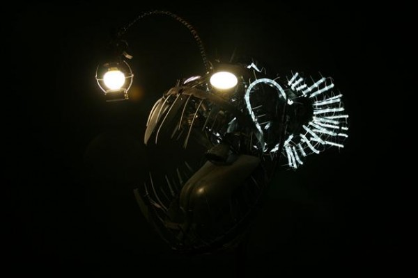 Recycled Scrap Metal Deep Se Angler Fish Lamp 2 600x400 Recycled Scrap Metal Turned Into A Sea Angler Fish Lamp