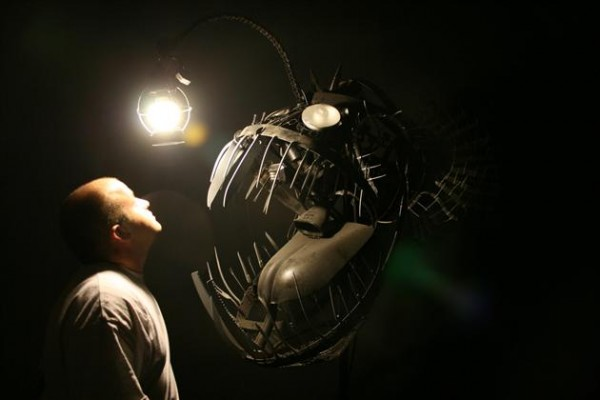 Recycled Scrap Metal Deep Se Angler Fish Lamp 3 600x400 Recycled Scrap Metal Turned Into A Sea Angler Fish Lamp
