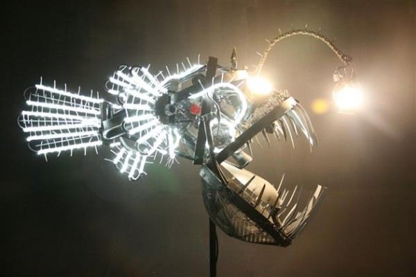 Recycled Scrap Metal Deep Se Angler Fish Lamp 5 600x400 Recycled Scrap Metal Turned Into A Sea Angler Fish Lamp