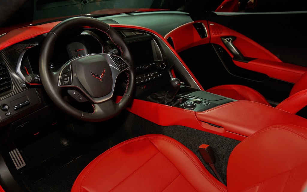 2014-chevrolet-corvette-live-reveal-stingray-interior1-1024x640