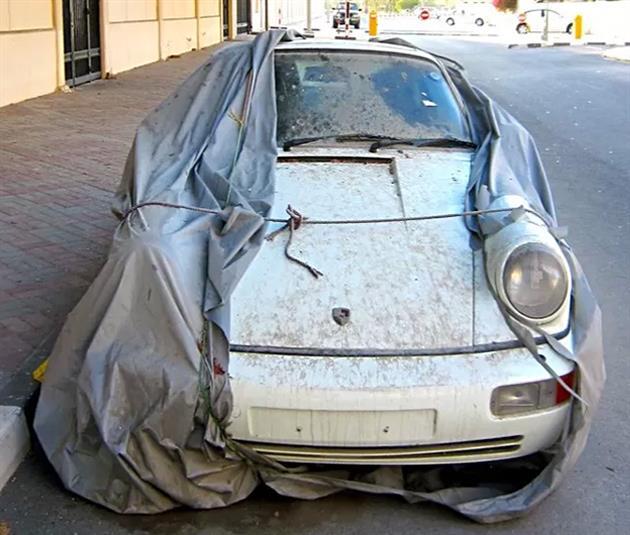 Deserted-Luxury-Cars-of-Dubai-3