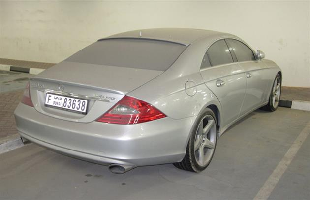 Deserted-Luxury-Cars-of-Dubai-4