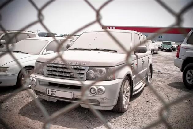 Deserted-Luxury-Cars-of-Dubai-5