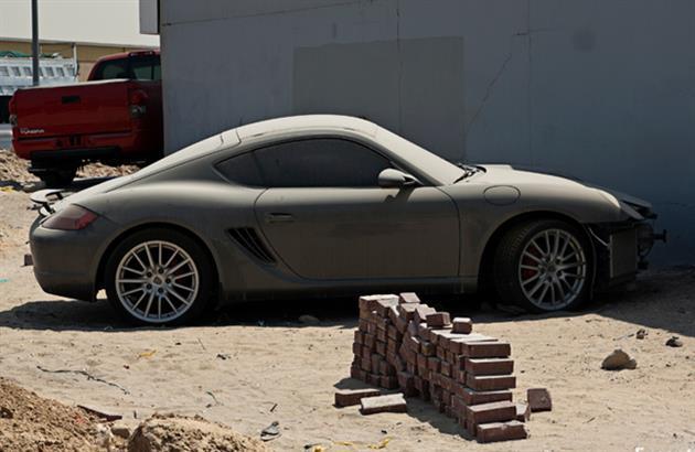 Deserted-Luxury-Cars-of-Dubai-6