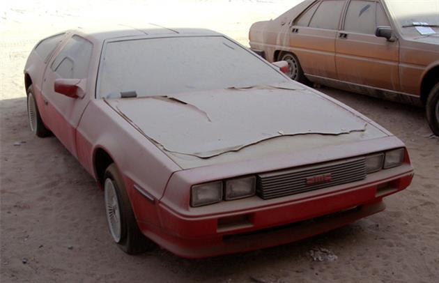 Deserted-Luxury-Cars-of-Dubai-7
