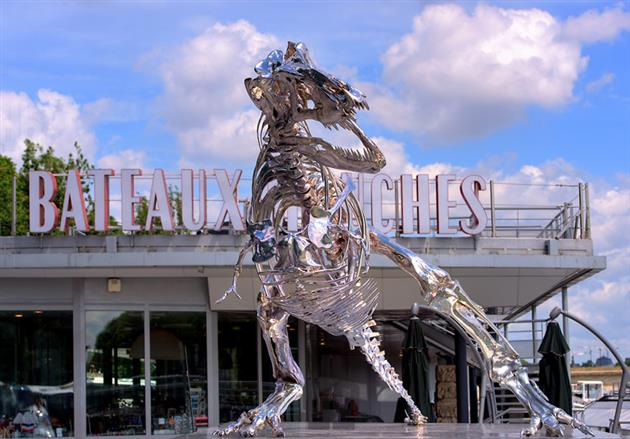 Life-Size-Chrome-T-Rex-Sculpture-in-Paris-3