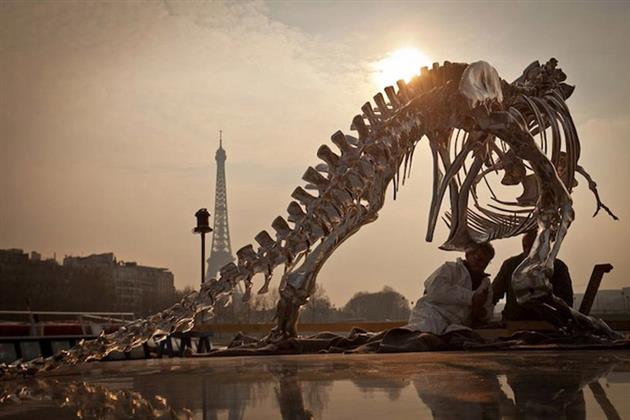 Life-Size-Chrome-T-Rex-Sculpture-in-Paris-4