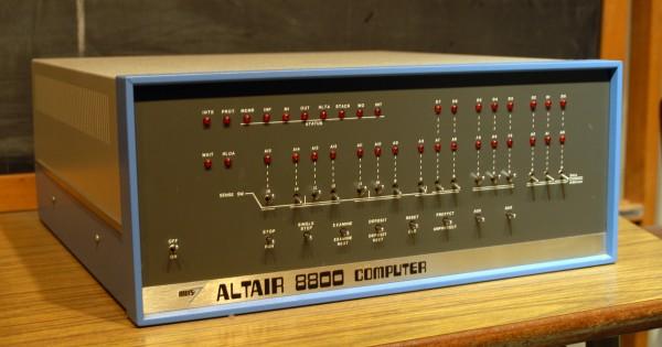 First computer Altair 8800