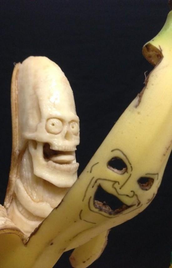Banana-sculptures2-550x855
