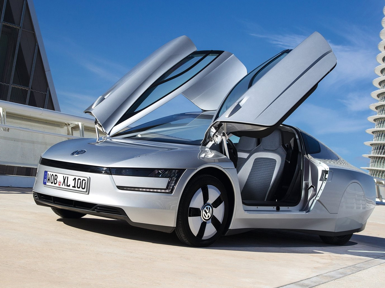 2014-Volkswagen-XL1-Front-Angle