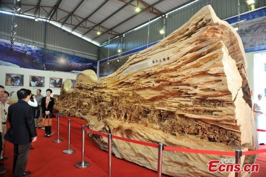 longest-wood-carving2-550x365
