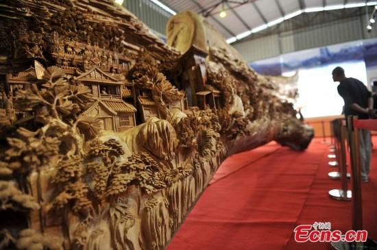 longest-wood-carving3-550x365
