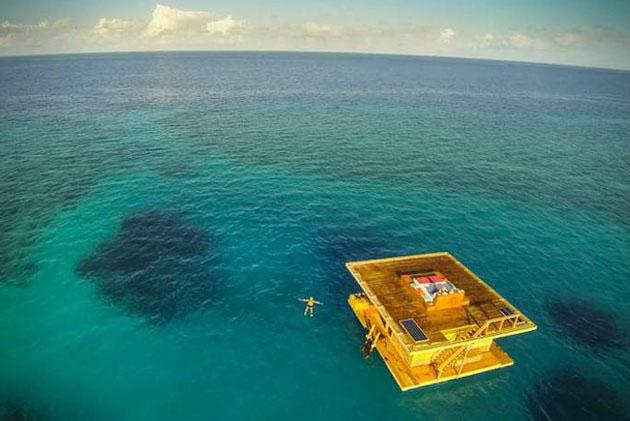 Underwater-Floating-Hotel-Room-at-Manta-Resort-2