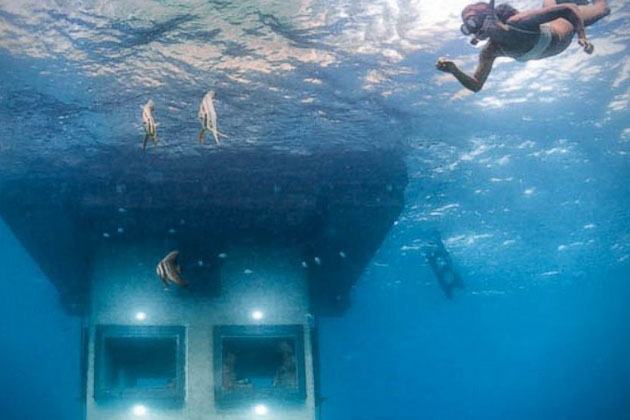 Underwater-Floating-Hotel-Room-at-Manta-Resort-3