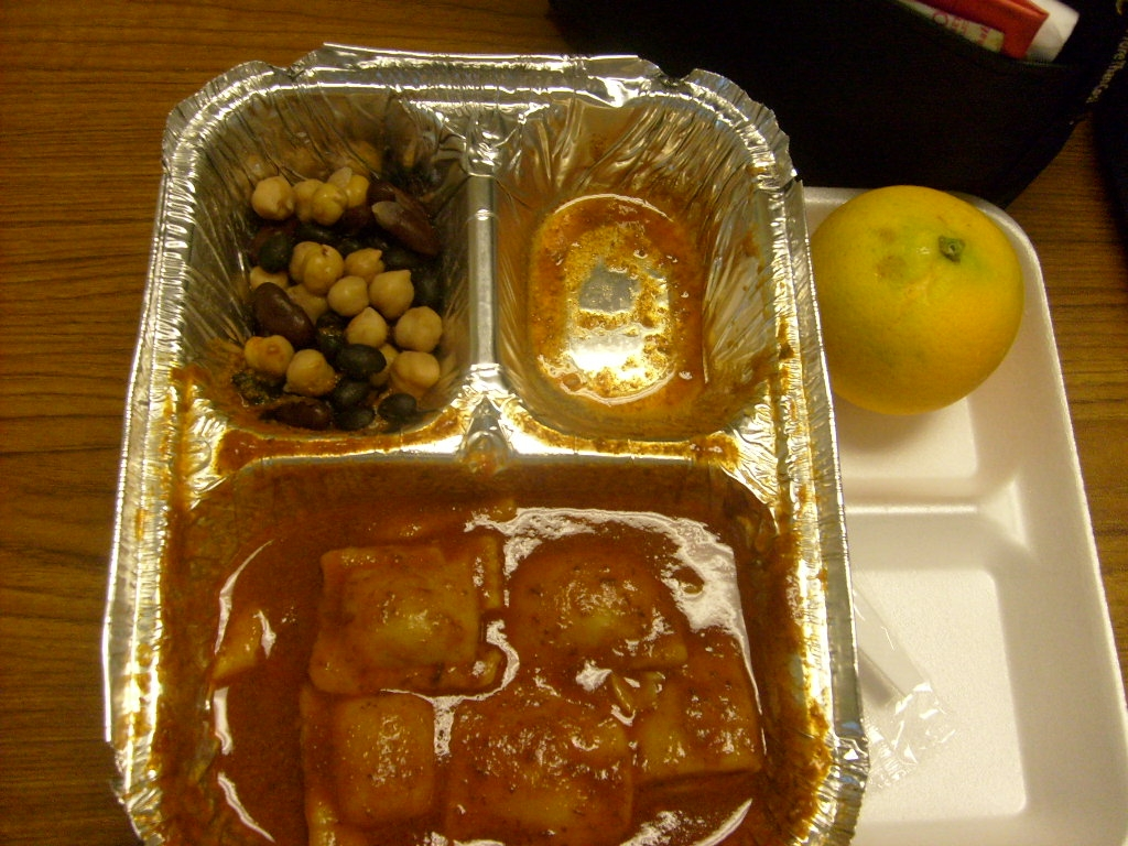 US Kids Photos Of Their Disgusting School Lunch | REALITYPOD