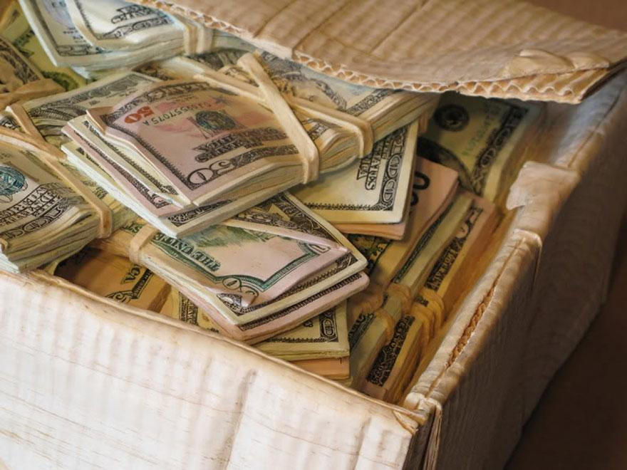 realistic-wood-sculptures-box-of-cash-randall-rosenthal-9