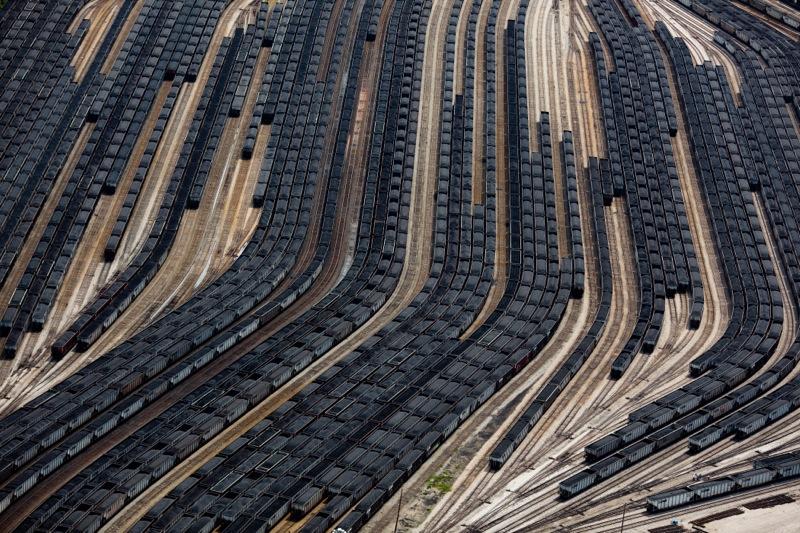 LOADED-COAL-TRAIN-CARS-NORFOLK-VIRGINIA-USA-2011-1-C34303