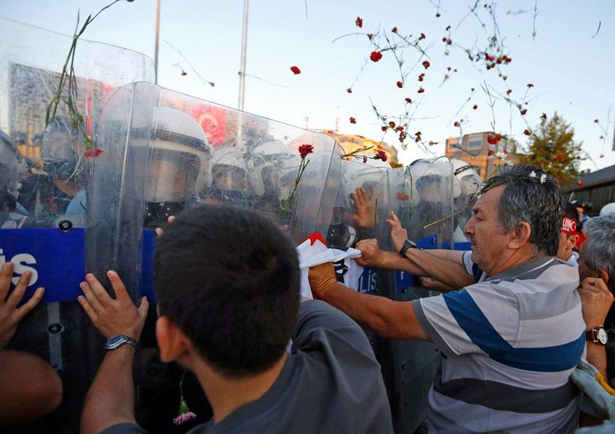 2. Protesters in Istanbul throw flowers at anti-riot police in 2013.