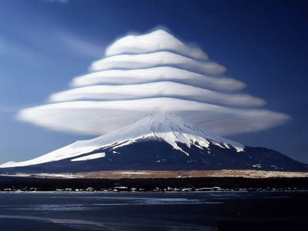 Lenticular Clouds Nature is Incredibly Beautiful; Look at These 20 Mind Blowing Natural Weather Phenomena