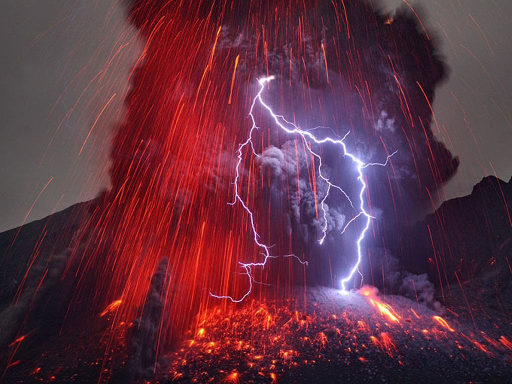 Volcanic lightning Nature is Incredibly Beautiful; Look at These 20 Mind Blowing Natural Weather Phenomena