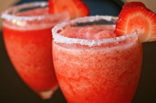 frozen strawberry daiguiri