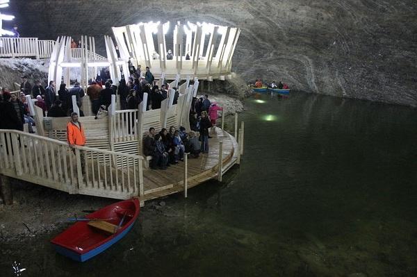 salina turda lake boats