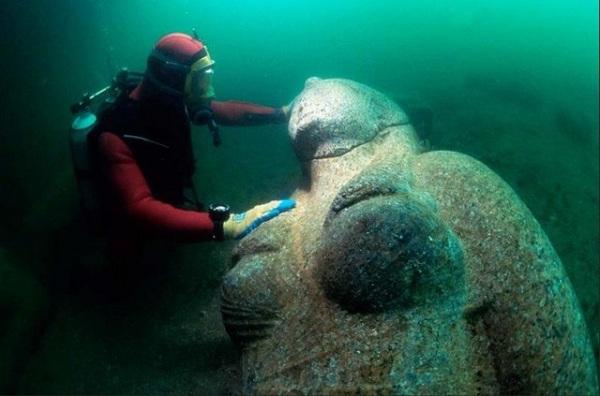 underwater city divers