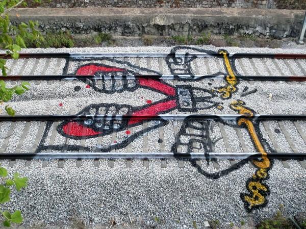railway-train-tracks-portugal-street-art-artur-bordalo-7