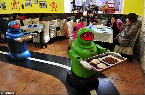 robot waiters 2