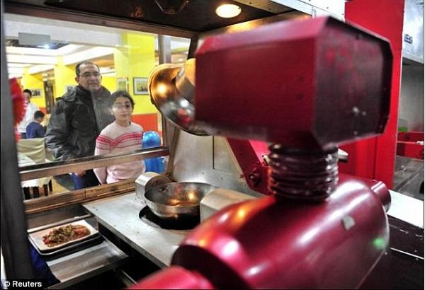 robot waiters 3