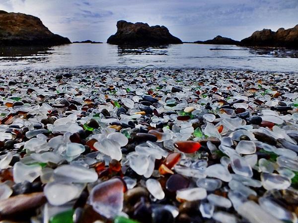 Glass Beach in California 1