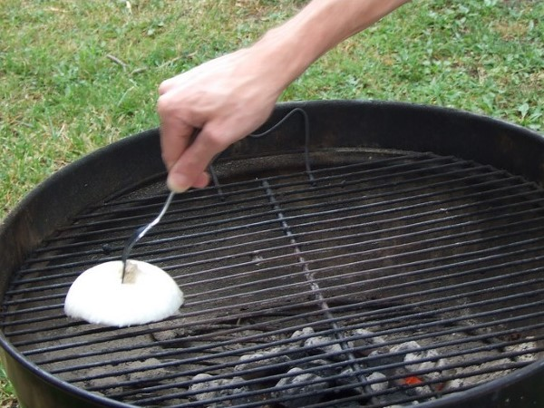 cleaning grill with onion