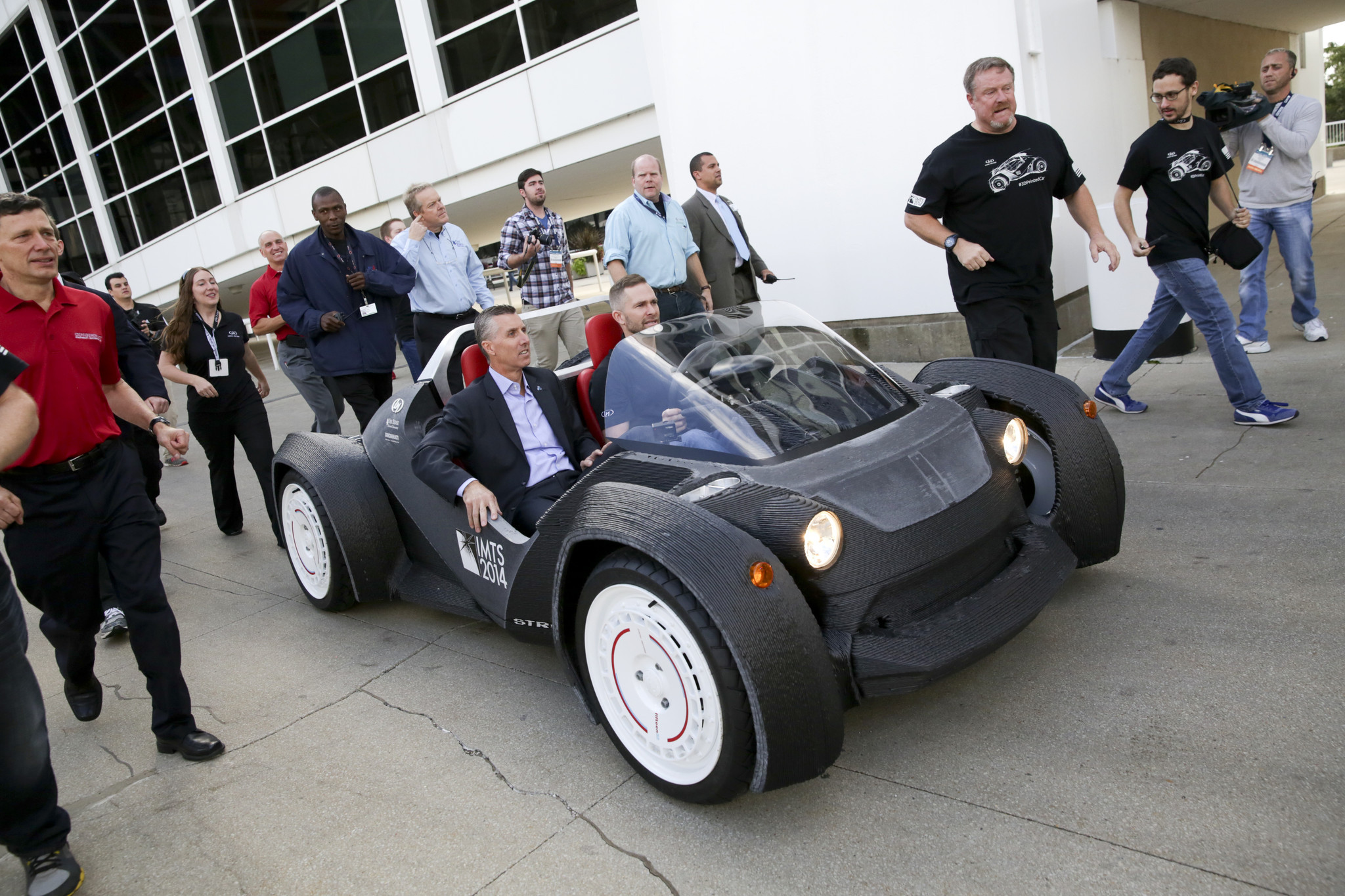 It\'s Complete! World\'s First 3D Printed Car \