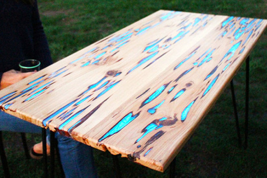 make your own glowing wooden table with this diy project realitypod. Black Bedroom Furniture Sets. Home Design Ideas