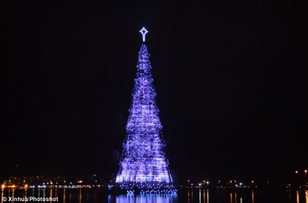 rio de janeiro christmas tree 3