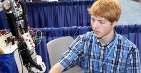 19-Year-Old Creates World Class Robotic Hand That Can Be Controlled With Your Mind