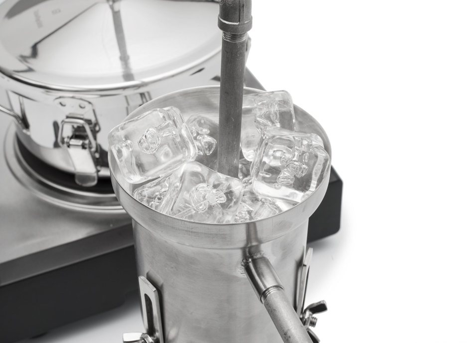 Tabletop Moonshine Still 2 600x435 Make Your Own Hard Liquor Right In ...