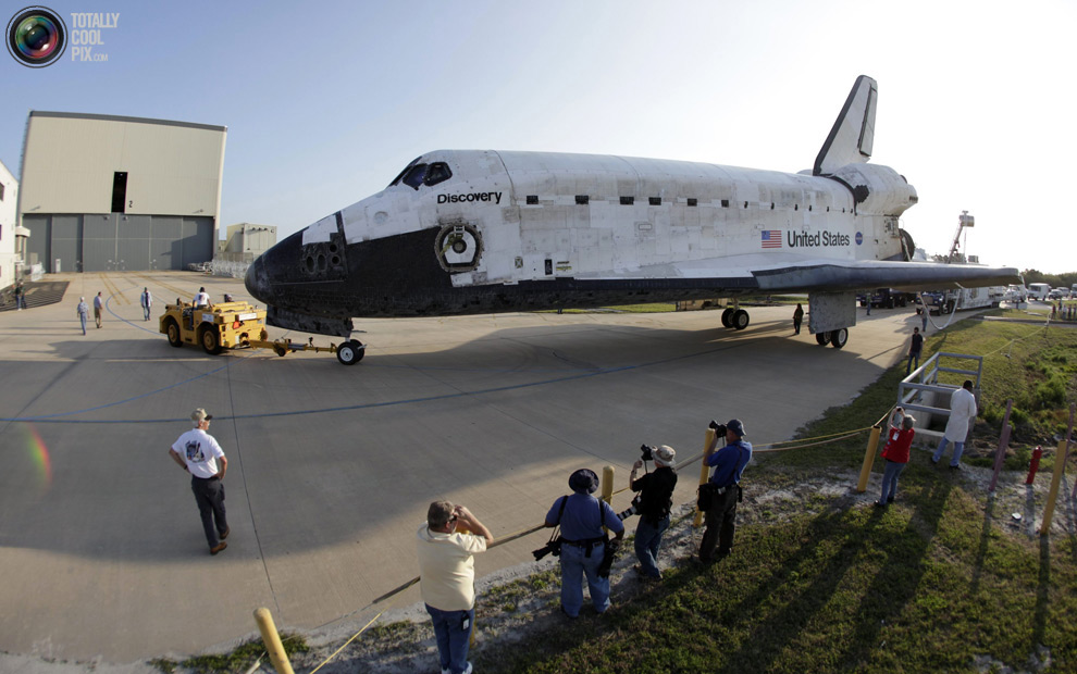 8ed027cb80fe4369aa657673761dc102 Space Shuttle Discoverys Last Flight in Pictures