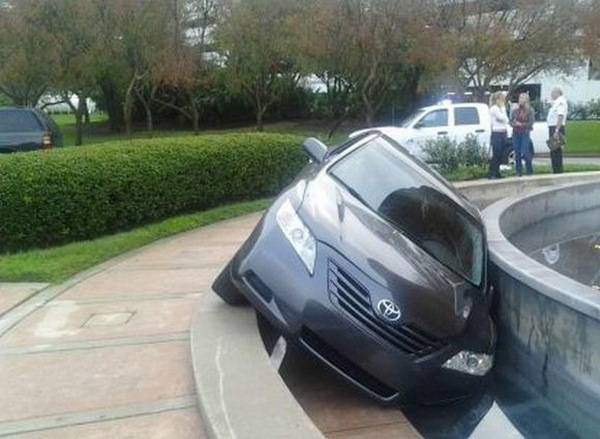 9e4b893dabf89d2ec941dfccc1f51392 25 Photos Of The Most Stupid Car Accidents