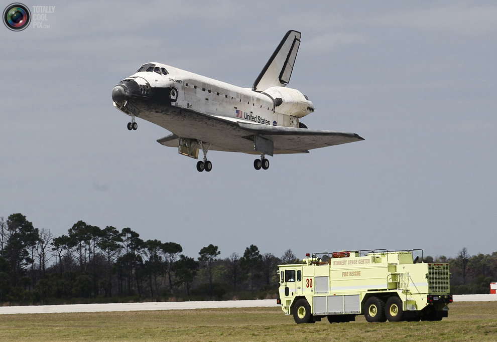 9f57f63b98deb53ea4e972758308c7b8 Space Shuttle Discoverys Last Flight in Pictures